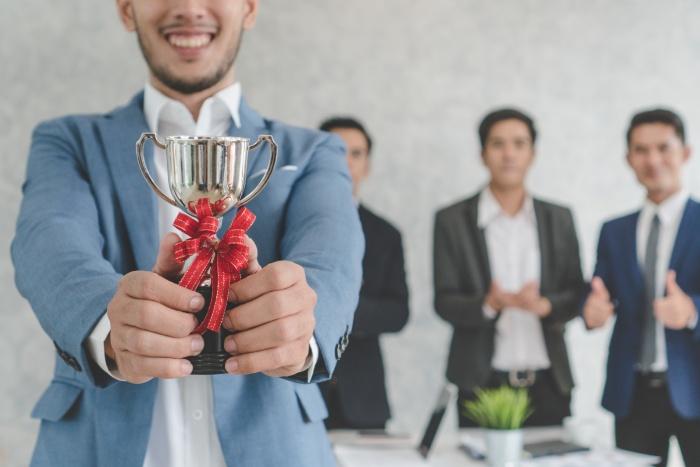 equipe-commerciale-motivation-trophee